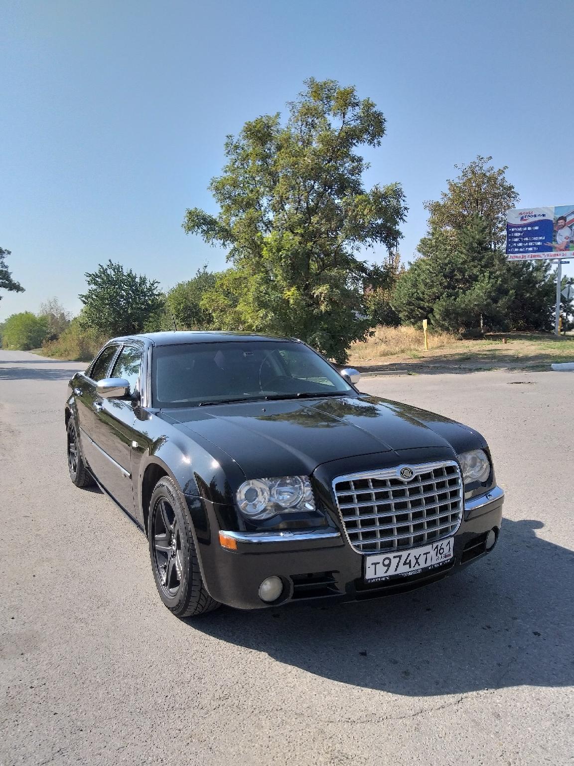 чёрный Chrysler 300C рестайлинг